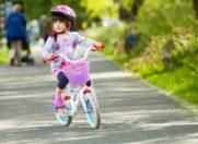 Ребёнок на велосипеде