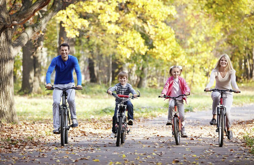 Катание с семьёй на велосипеде