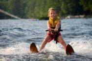 Ребёнок на водных лыжах