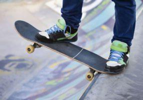 На скейтборде