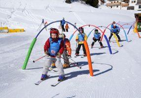 Обучение детей катанию на горных лыжах