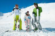 Семья на горных лыжах
