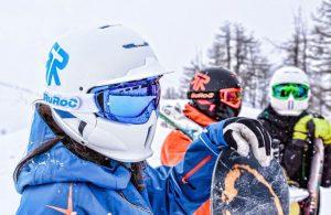 Сноубордист в шлеме