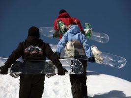 Спортсмены со сноубордами