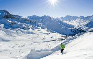 Спуск на горнолыжном курорте