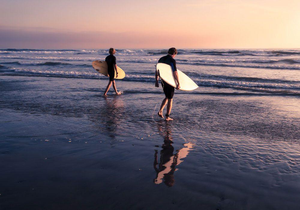 Заход в воду с сёрфами