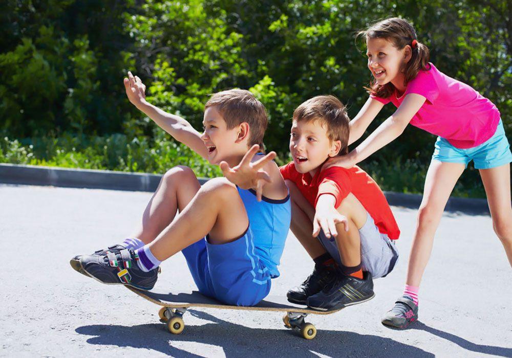 Дети на скейтборде