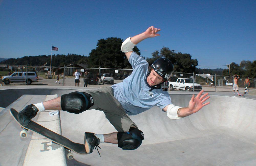 Катание в скейт-парке