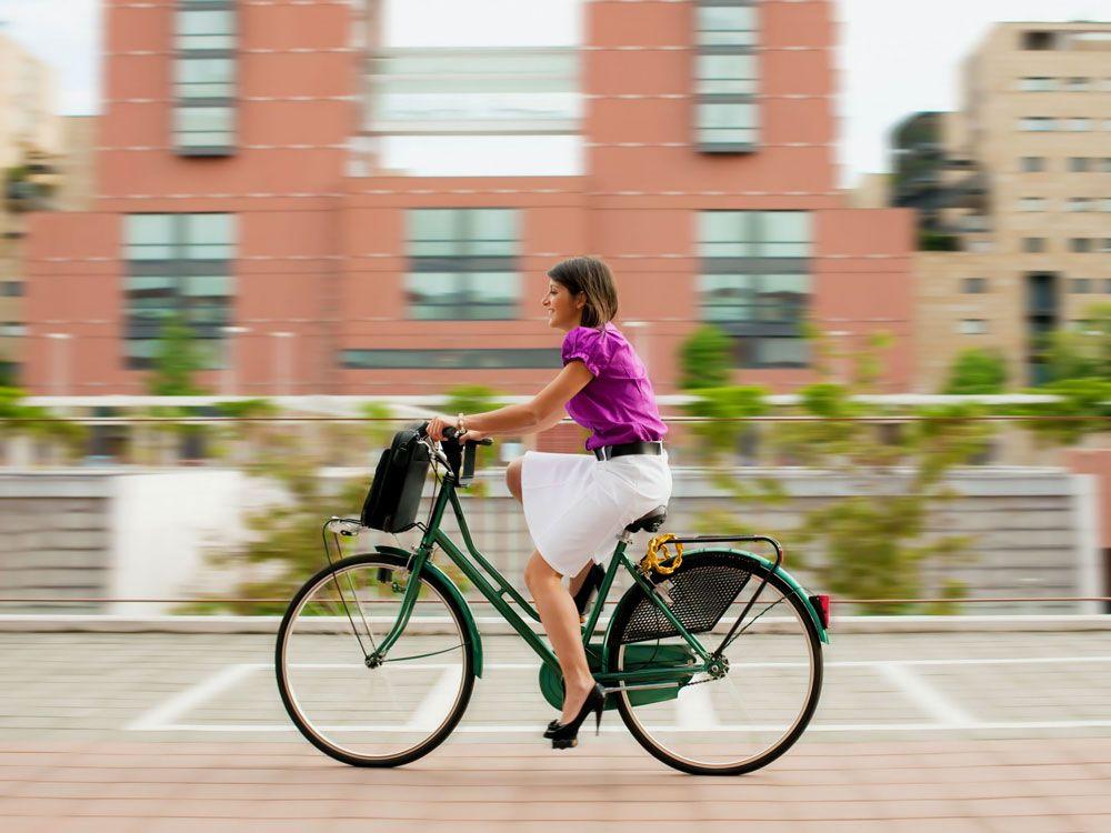 Катание на велосипеде по городу