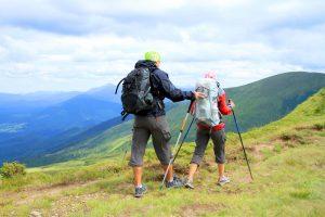 Мужчина и женщина в горах