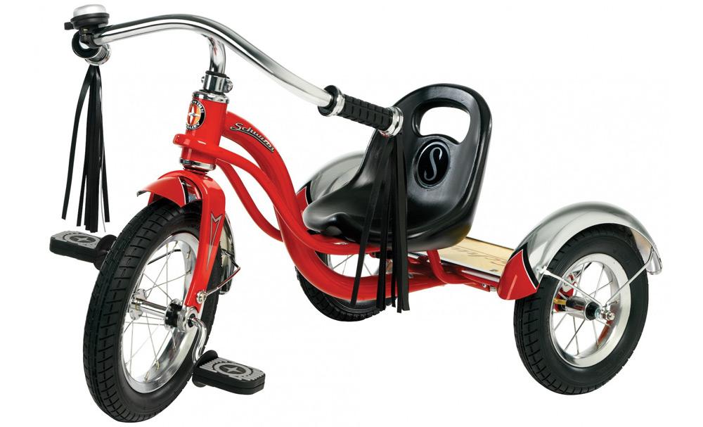 Красный трехколесный велосипед с кисточками