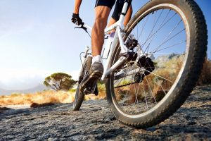 Велосипедист на природе