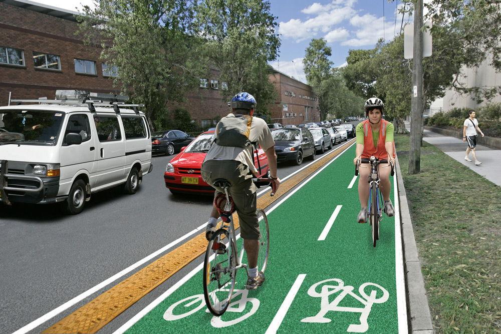Велосипедисты на велосипедной дорожке