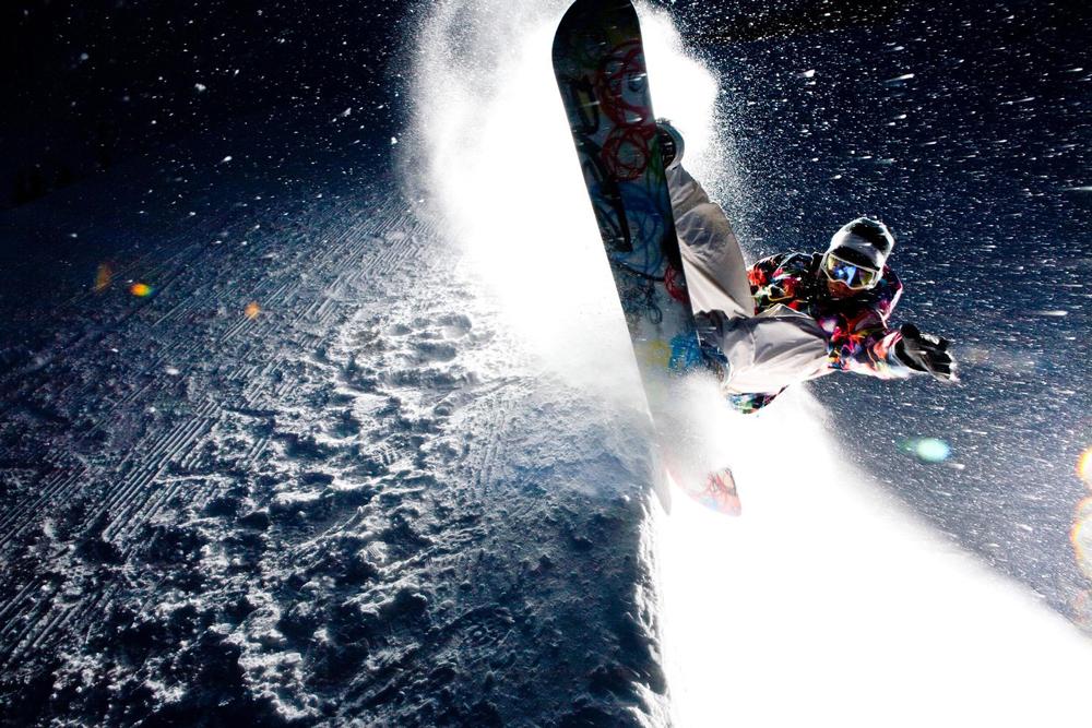 Катание на сноуборде ночью