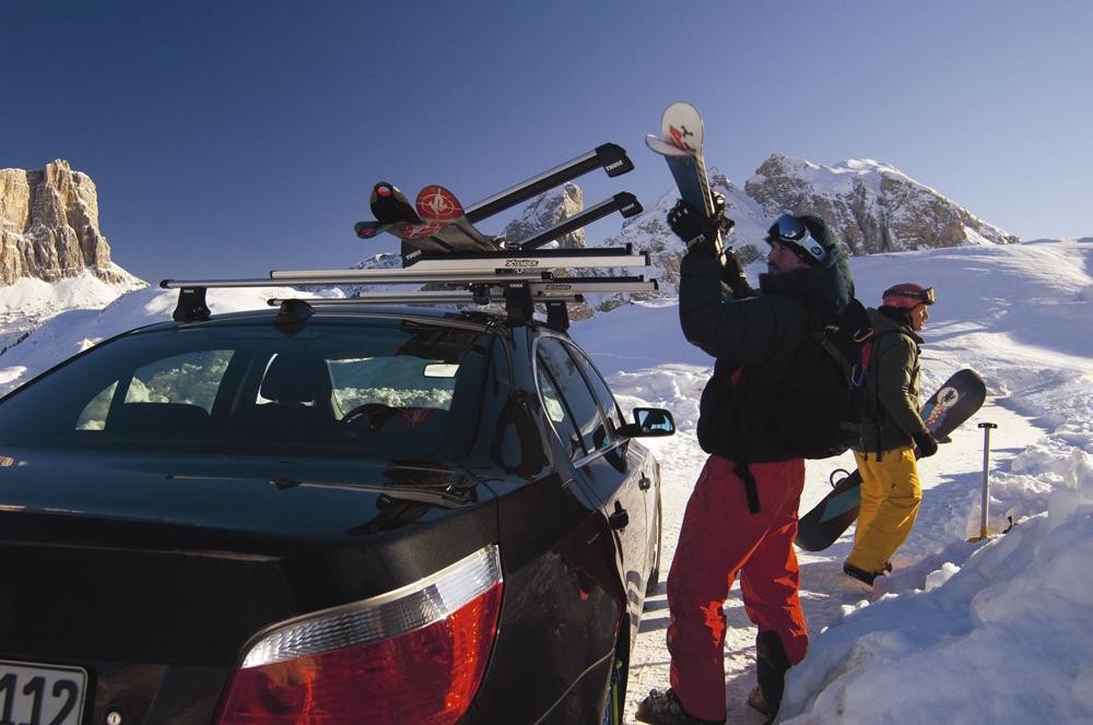 BMW 5 серии на снегу