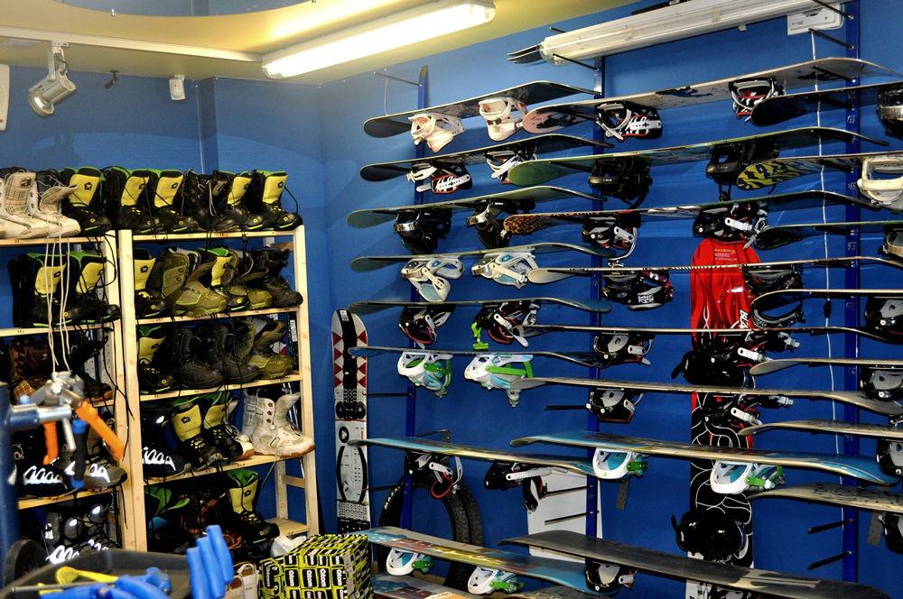 Сноуборды в магазине