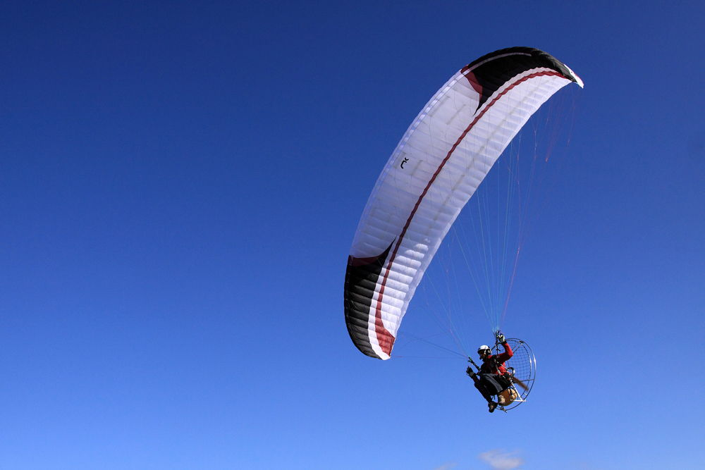 Парамотор в воздухе