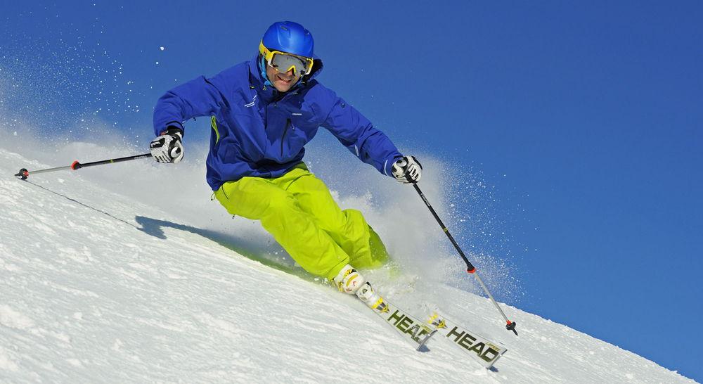 Скоростной спуск на горных лыжах