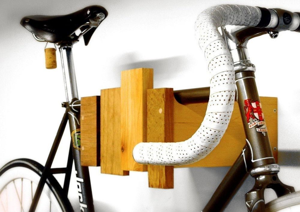 Деревянное крепление велосипеда