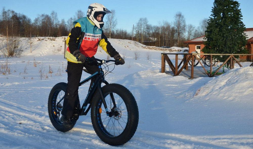 Езда на велосипеде по лыжне