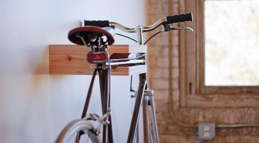 Крепление велосипеда на полке
