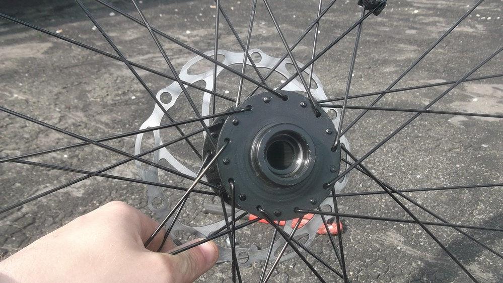 Спицы на заднем колесе велосипеда