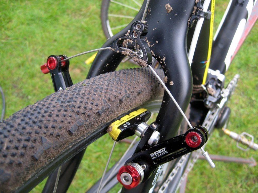 Кантилеверный тормоз велосипеда