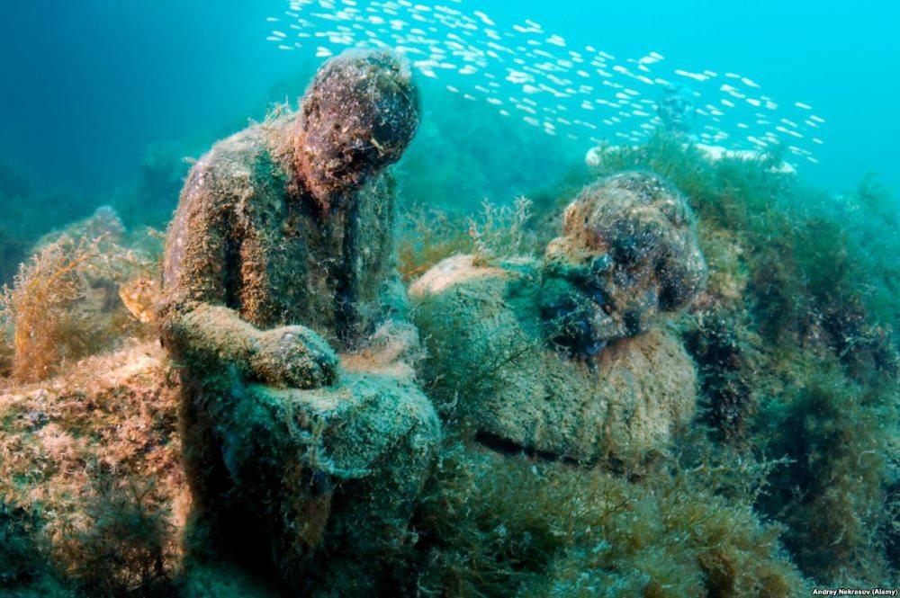 памятники под водой