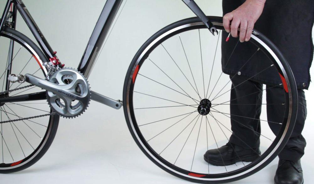 Снятие переднего колеса