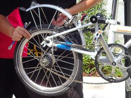 Снятие заднего колеса