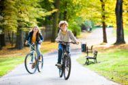Прогулка в парке на велосипедах
