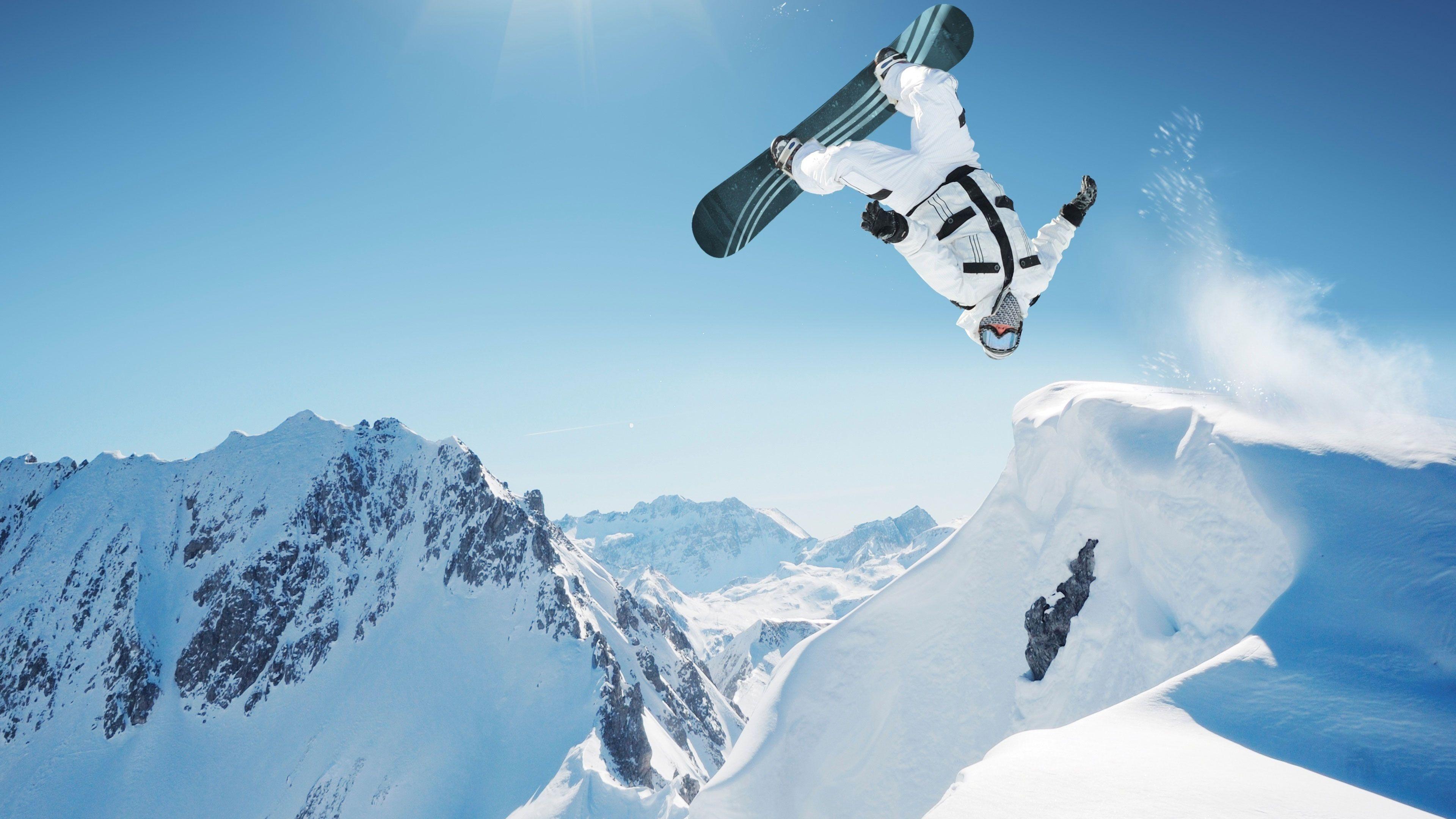 Катание в горах на сноуборде