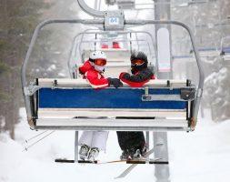 Лыжники на подъёмнике