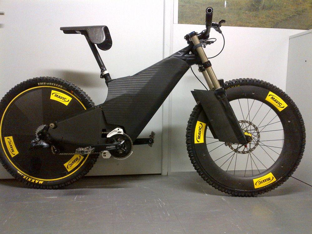 Спортивный черный велосипед