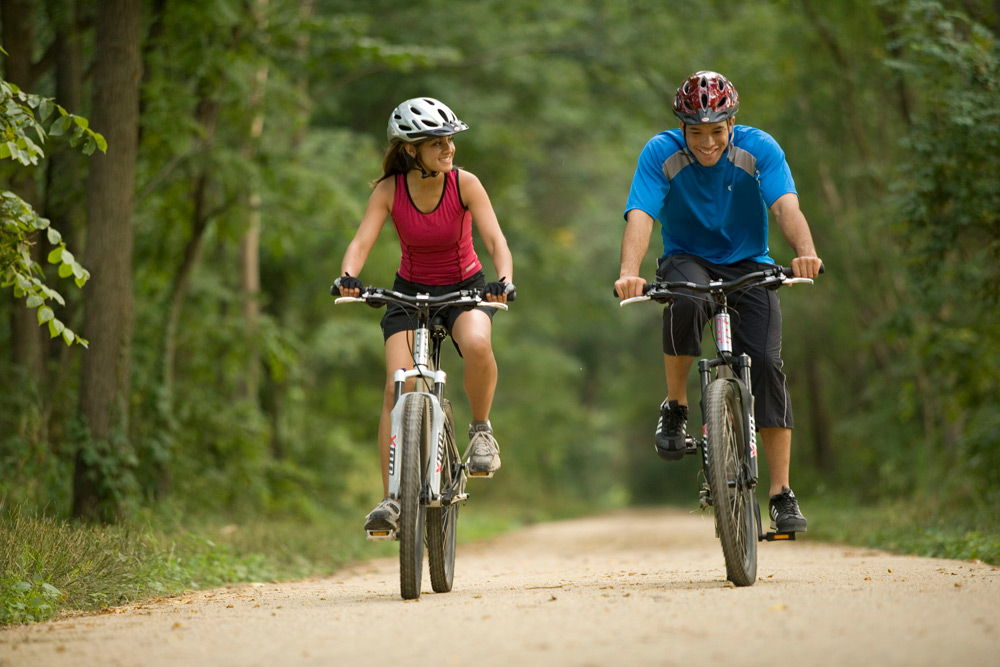Велосипедисты на природе
