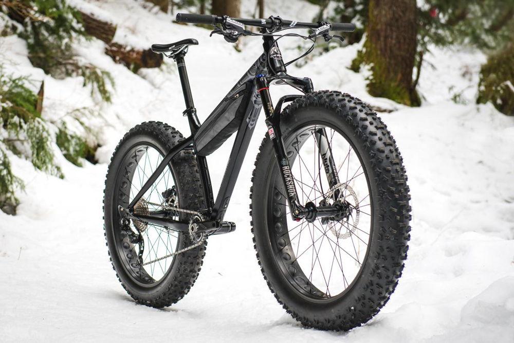 Чёрный зимний велосипед