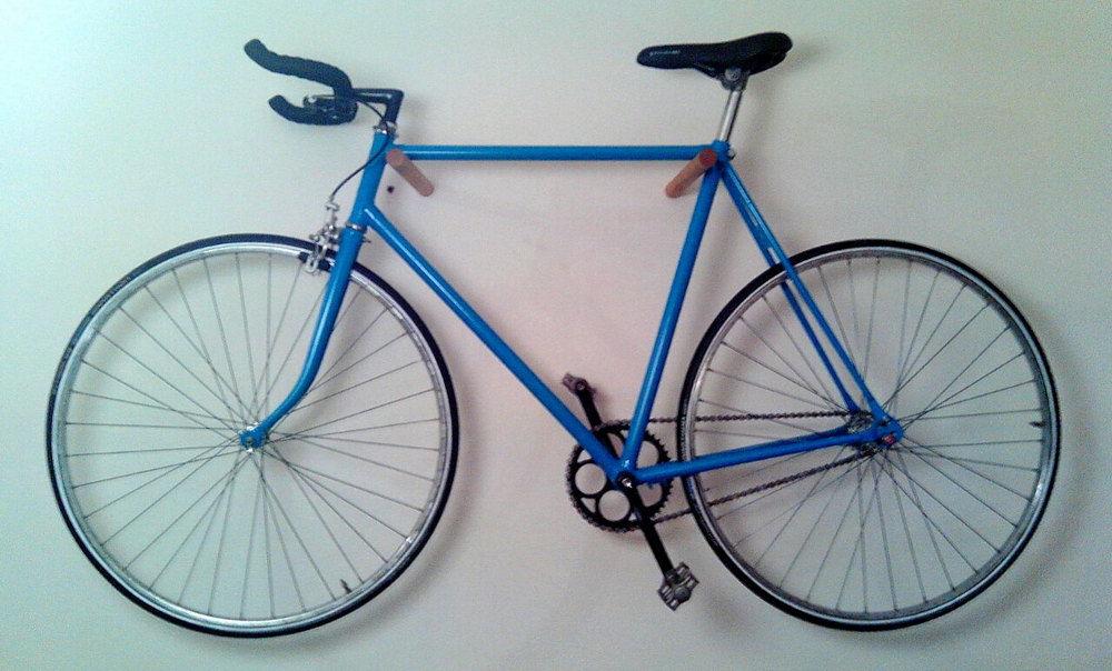 Простое крепление для велосипеда на стену