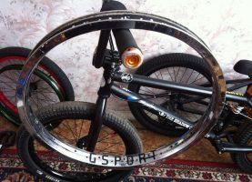 Выравнивание вмятин обода велосипеда