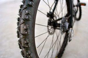 Зимние шины на велосипед с болтами