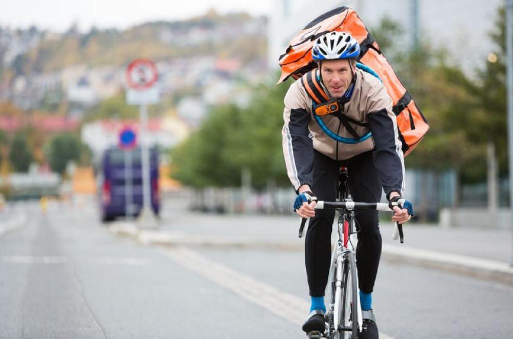 Велосипедист с рюкзаком