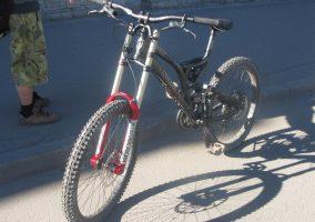 Велосипед с длинной вилкой