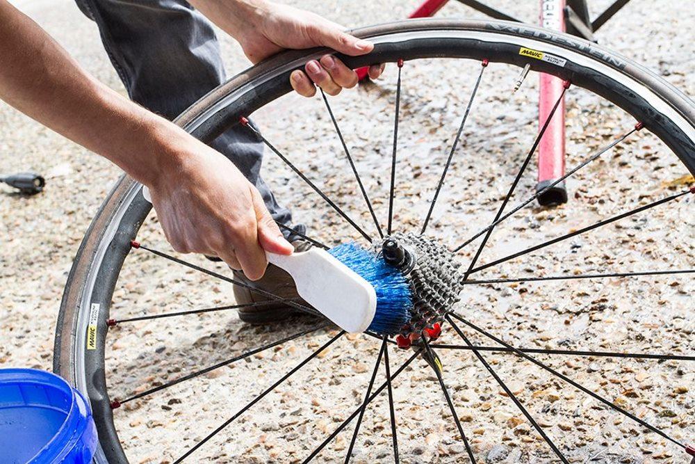 чистка велосипедной кассеты