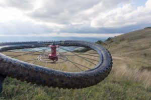 Изогнутое колесо на велосипеде