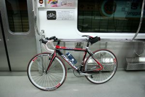 Перевозка велосипеда в вагоне метро