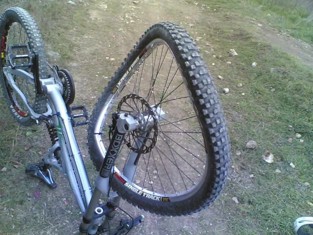 Станок для исправления восьмерок на велосипеде