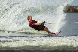 Изучение техники катания на водных лыжах